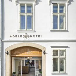 Adele Hotel - bejárat nappal